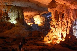 Sung Sot cave - Stalactite cave largest in Halong bay